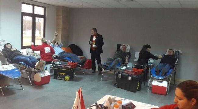 Çanakkale İl Özel İdaresi Personeli Kızılay' a Kan Bağışında Bulundu