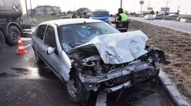 Çanakkale´de Trafik Kazası: 1 Ölü, 2 Yaralı