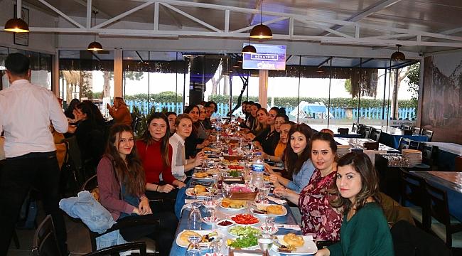 Kepez Belediyesi Emekçi Kadınları Kahvaltıda Buluştu