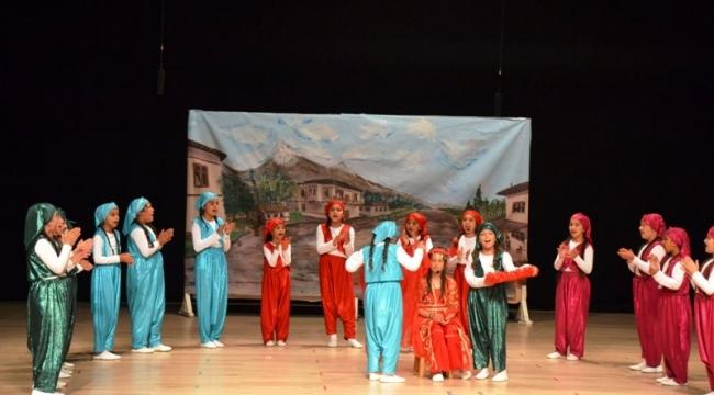 Biga'da 'Çanakkale'de düğün var' oyunu sahnelendi
