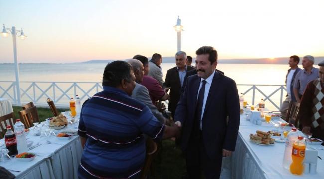 Vali Orhan Tavlı, Merkez İlçe Muhtarlarıyla İftar Programında Bir Araya Geldi