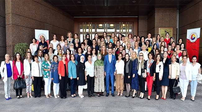 İl Kadın Girişimciler Kurulu Başkanı Bahar Yurt Ticaret Bakanı Ruhsar Pekcan'a Tebrik Ziyaretinde Bulundu