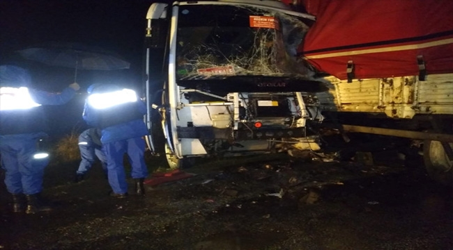 Çanakkale'de trafik kazası: 15 yaralı!