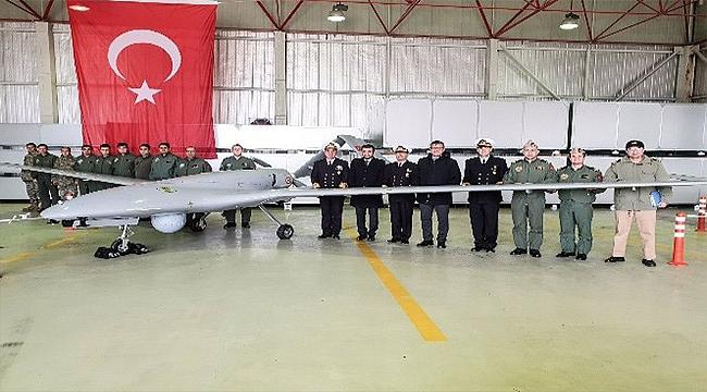 Deniz Kuvvetleri Komutanı Oramiral Özbal, SİHA'ları denetledi