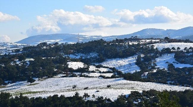 Yüksek kesimlere yağan kar kartpostallık manzaralar oluşturdu