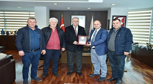 İZMİR'DE YAŞAYAN ÇANAKKALELİLERDEN BAŞKAN GÖKHAN'A ZİYARET