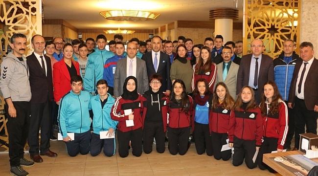 Hentbol, Voleybol ve Futsal İl Şampiyonu Öğrencilere Kahvaltı Verildi