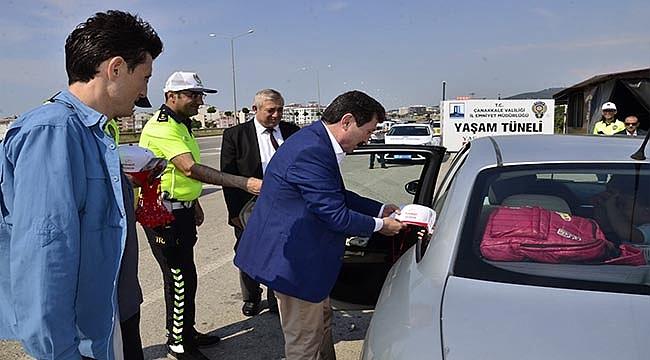 """ÇANAKKALE'DE """"KARNEMİ DOLDURUYORUM TRAFİĞE GÜVENLE ÇIKIYORUM"""" DENETİMİ"""