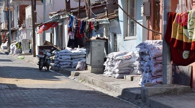 LAPSEKİ'DE YOKSULLARA 450 TON KÖMÜR DAĞITILACAK