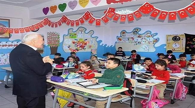 LAPSEKİ'DE 3 BİN 390 ÖĞRENCİ DERS BAŞI YAPTI